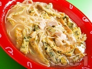 Пилешка супа със спагети и омлет